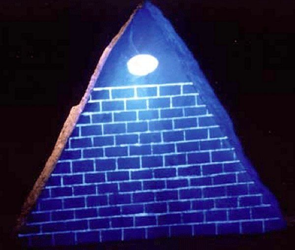 Glwoing pyramid with one eye