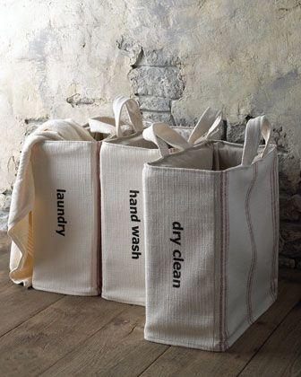 Unas bolsitas ideales para la ropa sucia, así poner la lavadora cuesta menos ;)