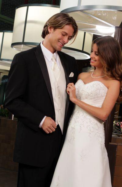 Tuxedos for The Groom on A Budget: https://tuxedojunctionandsuits.wordpress.com/…/tuxedos-for…/ #tuxedo #tux #wedding #weddingrental #tuxedorental #suit #suitrental #canogapark #losangeles #losangeleswedding Los Angeles, California