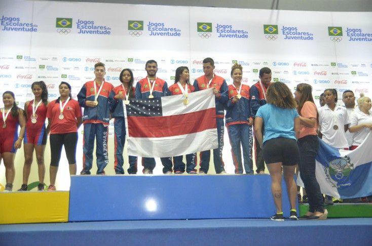 Luta Olímpica – Atleta amazonense recebe prêmio como destaque dos Jogos Escolares no Prêmio Brasil Olímpico de 2016