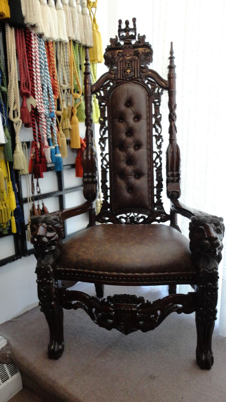 Antique chairs design - If Only I Had This Exact Chair Even The Lion Carvings Fit