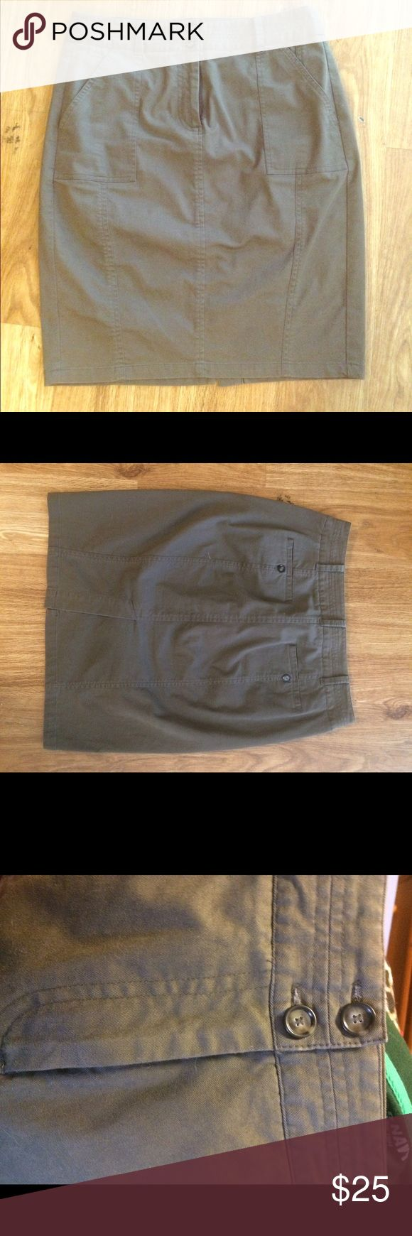 Banana republic khaki pencil skirt Hits just above the knee. Fastens with Hutton and fly. Definitely has stretch and a nice, thick material. Measurements taken flat. Waist: 16 Hip: 21 Length: 22 Banana Republic Skirts Pencil