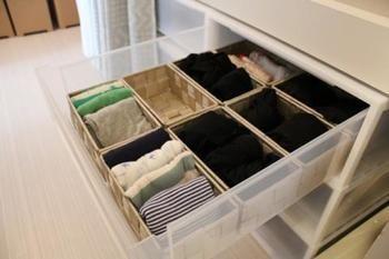衣装ケースの中にもかごやケースで仕切りを。どこに何がしまってあるのか分かりやすい。