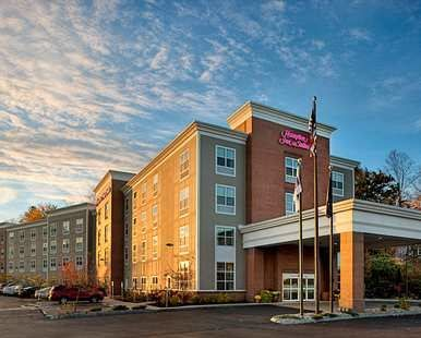 Hampton Inn & Suites Exeter Hotel, NH - Exterior Day