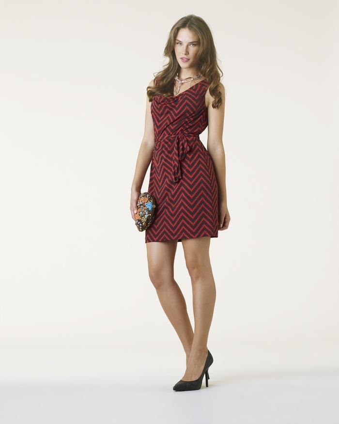 Sleeveless Shift Dress with Chevron Print - Spiegel