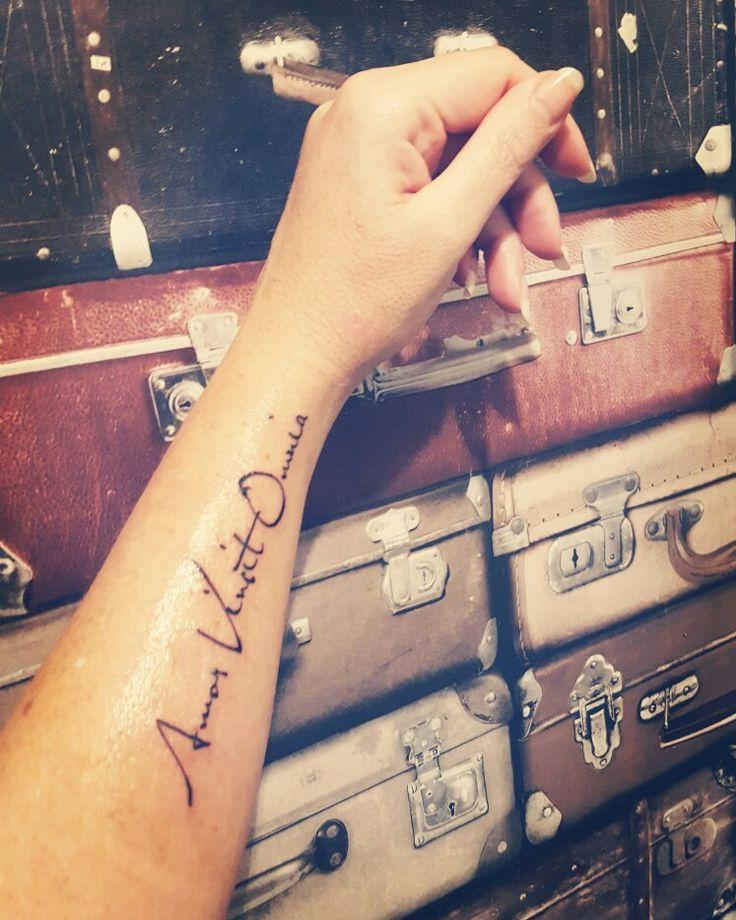 Mijn tattoo amor vincit omnia: liefde overwint alles