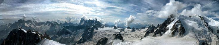 https://flic.kr/p/njzh21 | Vue des Alpes (France) | Massif du Mont Blanc vu depuis l'aiguille du pic du Midi.  Panorama (montage de 18 clichés )  Massif du Mont Blanc seen from the aiguille du Pic du Midi. Panorama (montage of 18 shots)  Travelling complet (31 photos) en vidéo ici: www.flickr.com/photos/xtian30900/25364549419/in/dateposte...  Chrono=225