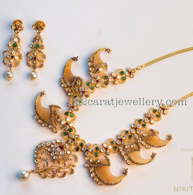 Emeralds Studded Tiger Nail necklace - Jewellery Designs