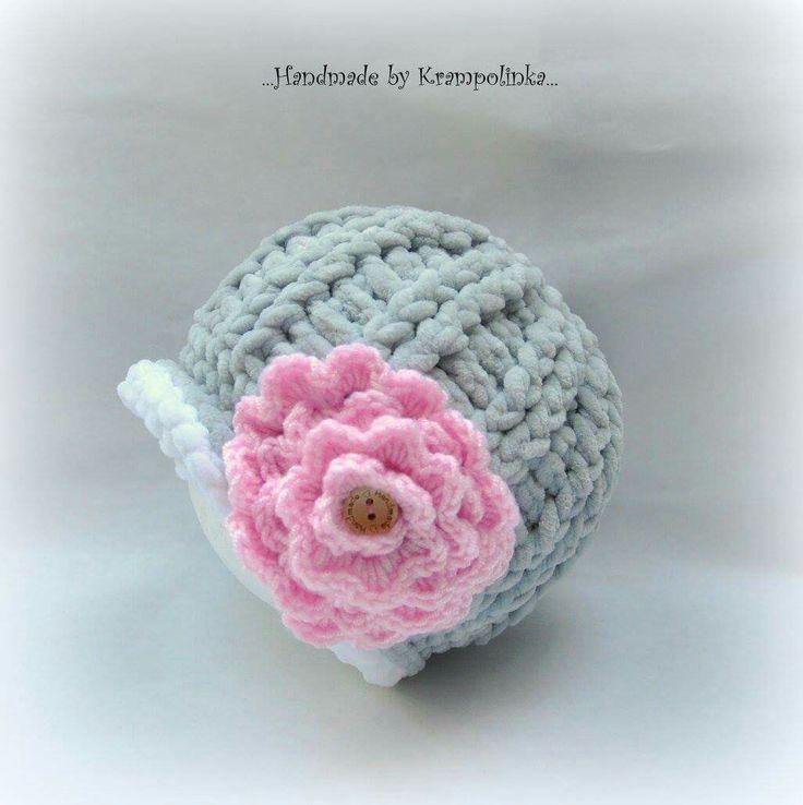 Crochet  baby beanie with pink crochet flower