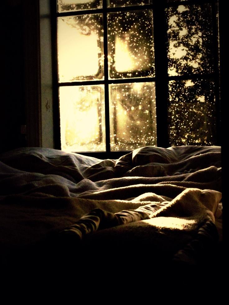 радости, разделенные картинка кровати возле окна с дождем дело специальном веществе