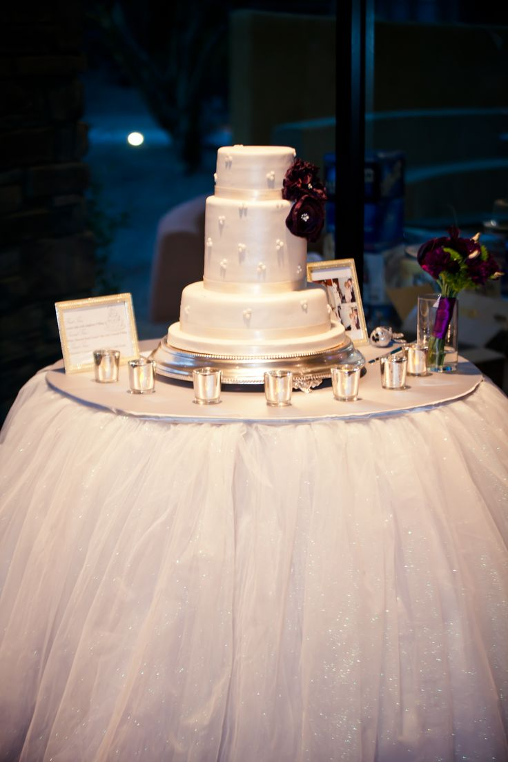 decorating wedding cake table with tulle wedding cake table tulle noyan photography wedding 13421