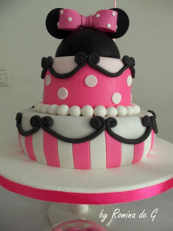 Torta de Minnie Mouse Primer Año de Camila