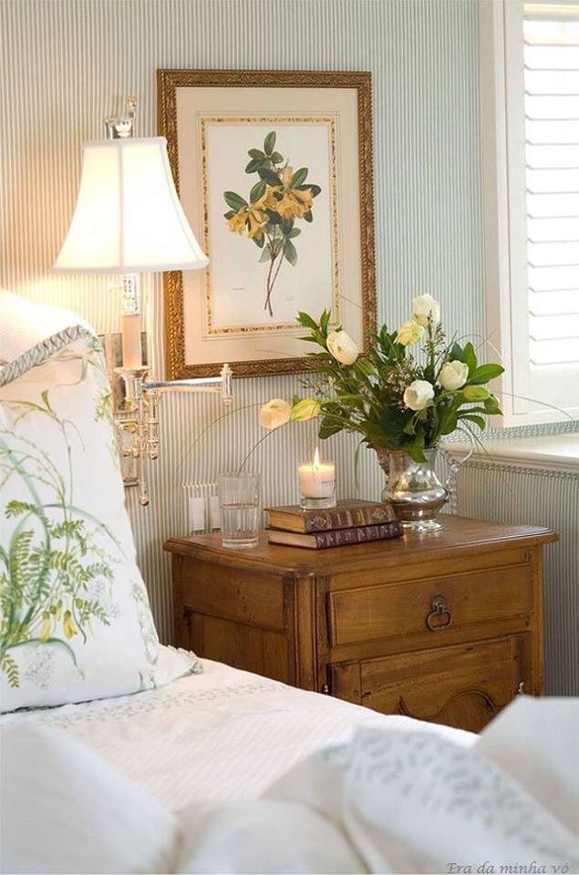 Lovely botanical guest room.......bright, fresh and airy..........