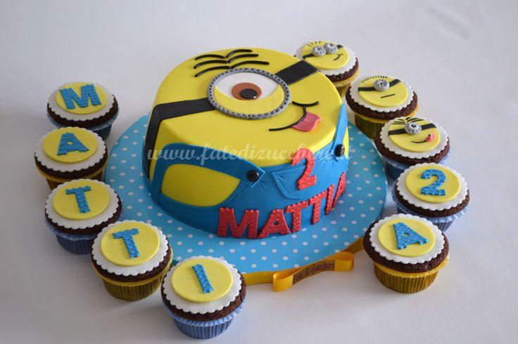 Sweet Table Minion: Torta Stweart con nome e numero decorati personalizzati, Cupcake Decorati interamente modellati a mano