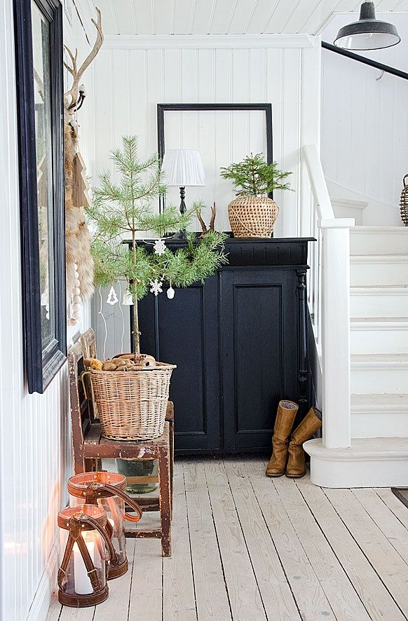 Christmas in the entryway (via  Interior inspirations) love painted wood floor too