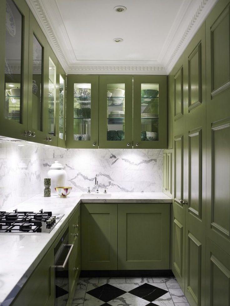 Felső konyhaszekrény ajtók üveg betéttel - Ugyanúgy, mint a nyitott polcok, az üveges konyhaszekrény ajtók is segítenek nagyobbnak mutatni a...