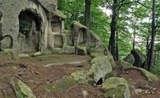 """Asezarile rupestre – """"Athos-ul romanesc"""""""