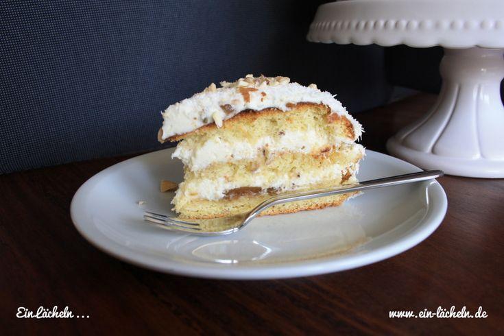 Sonntagskuchen: Feigen-Kokos-Törtchen. :-)  Hier geht es zum Rezept: https://einlaecheln.wordpress.com/2015/05/01/feigen-kokos-torte  #ichbacksmir #Backen #Biskuit #Dinkel #Dinkelmehl #Feige #Kokos #Kokosmehl #Kokosnuss #Konfitüre #Marmelade #Mascaropone #Rezept #Törtchen #Torte #Vegetarisch
