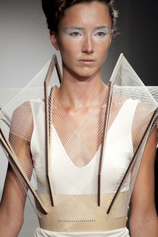 3D fashion design with stunning structural construction - body adornments #art // Winde Rienstra