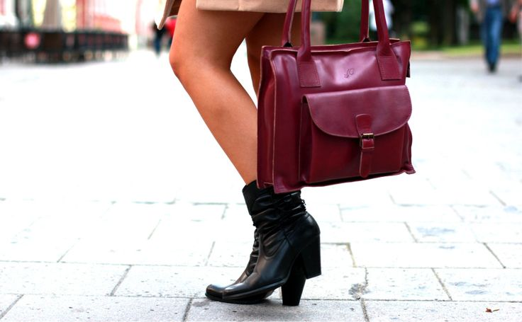 DAGENS ANTREKK // THE OVERSIZED COAT AND BURGUNDY BAG! (wa2wo.blogg.no - Outfit, beauty and makeup by Jeanette Walayat)