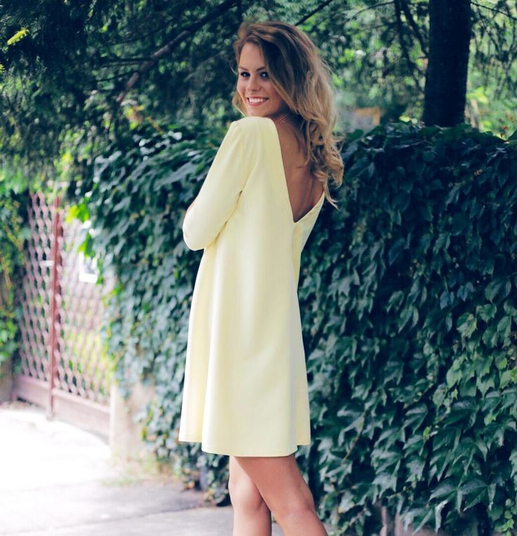 Yellow dress with a V cut -> www.soigne.ro