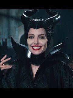 Des dragons et une Angelina Jolie ailée dans Maléfique