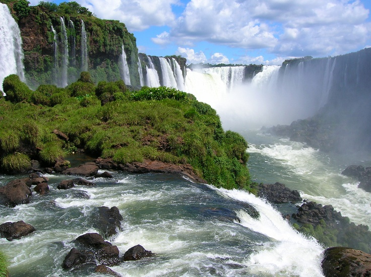 Brazils foz de iguassu makes Niagara. Falls look like faucet!!