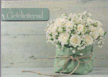 Gefeliciteerd!    Stijlvol kaartje met bos witte bloemen
