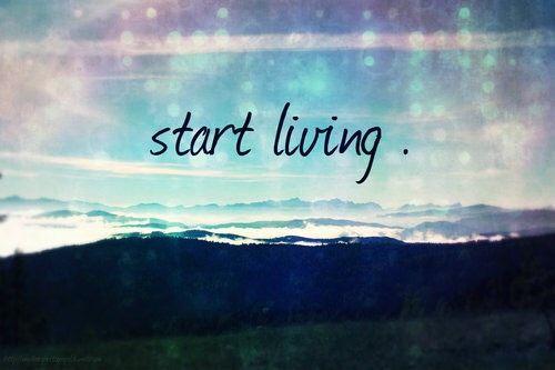 Ta og lev for de minste grunner, det er da du vet at du virkelig lever. Det og kjenne lukten av regnet etter tordenvær, se alle nyanser av farger på trærne når
