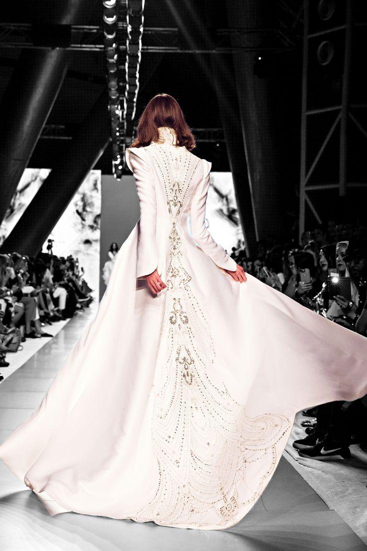 Arab Fashion Week Dubai  fashion show catwalk runway designer lace dress luxury inspiration model beauty art feminity femmefatale sylwiaromaniuk coat