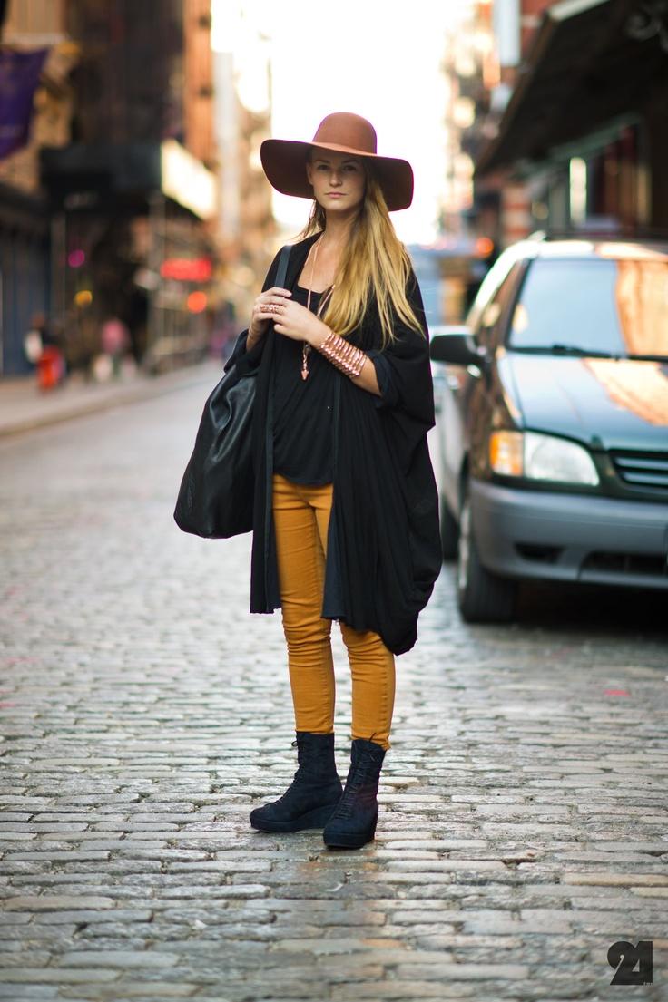hat: Street Fashion, Mustard Pants, Fall Colors, Street Styles, Streetstyle Female, Big Hats, Floppy Hats, Streetstyle Fashion