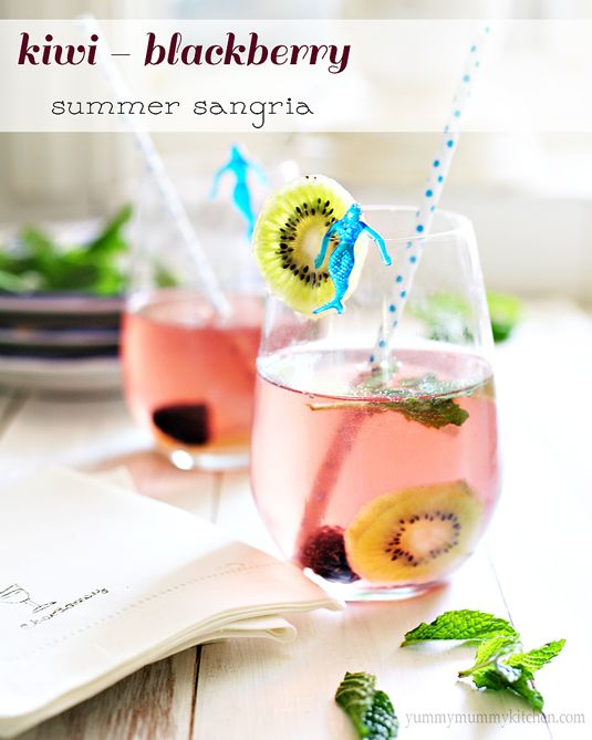 Kiwi Blackberry Summer SangriaKiwi Blackberries, Summer Sangria, Blackberries Summer, White Wine, Summer Drinksfood, Refreshing Drinks, Yummy Mummy, Blackberries Sangria, Summer Recipe Sangria