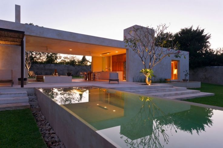 Luxury Home Design With Large Green Yard ~ http://lanewstalk.com/making-use-of-large-green-yard/