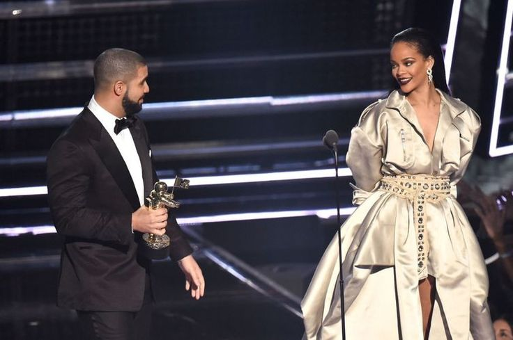 Rihanna and Drake continue their love story onstage during one of his concerts: The #couplegoals continue in a major way.