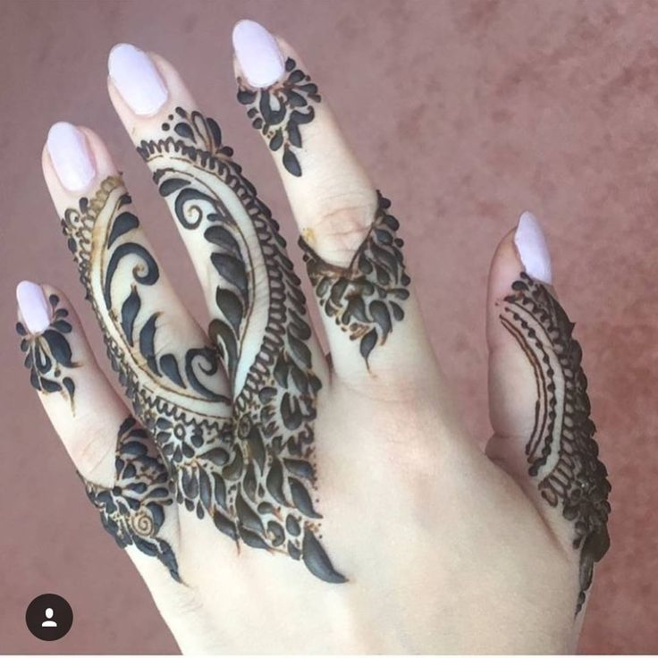 Booking for henna services, Call/WhatsApp:0528110862, Regular/Bridal henna available, Al Ain,UAE