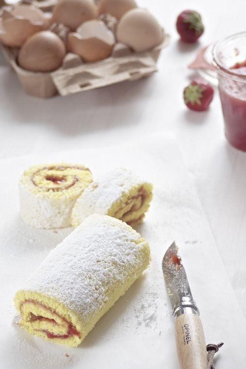 rotolo con marmellata di fragole ( ricetta Irene Valdirose)