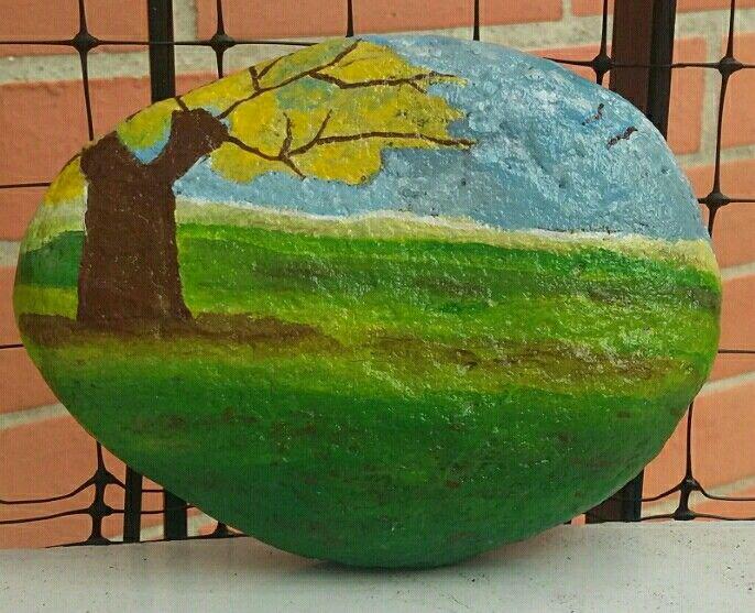 paisaje pintado en piedra
