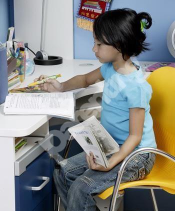 Parenting.co.id: Cara Latih Anak Menulis