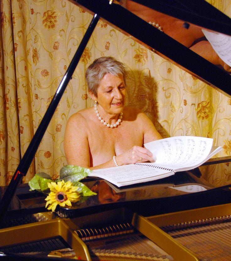 Craven's Calendar Girls bare all again (From Craven Herald)
