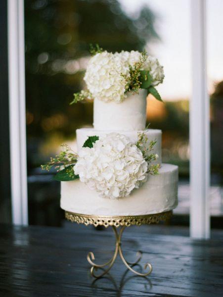 Torta nuziale con decorazioni floreali: per un matrimonio very chic! Image: 19