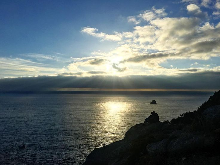 The sunset as seen from Fisterra coming from Latin Finis Terrae (lands end). The path brings you to this fantastic view point where you can observe the end of day. #espania #galicia #sunset #share #instagood #fisterra #finisterrae #finisterre #camino #caminoways #0km #landsend #caminodesantiago #caminodelnorte #beutifulsunset #instasunset #etsy @reubenchircop @caminodesantiagopage