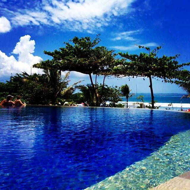 【barkourin】さんのInstagramをピンしています。 《暇やったな プールでチャプチャプしたい(笑)  #サンセット#バリ島#バリ#南国#リゾート#海外旅行 #プール#海#東南アジア#夏#空#bali#trip#training #summer #pool#resort #sky#sea#surf#バリ島 #seminyak #poolside #tropical #holiday #vacation #travel#sunset #夕日#夕陽#followme》