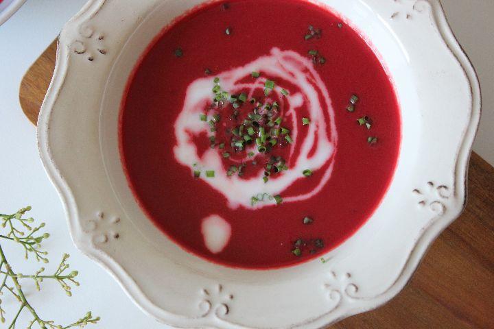 Sopa de beterraba e alho francês