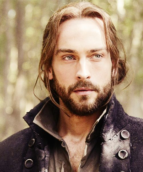 More Tom Mison. Have this as the wallpaper on my iPod~ *sigh*