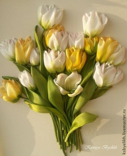 Желтые тюльпаны. Вышивка шелковыми лентами, окрашенными в ручную и тонированными в процессе работы.      Работа к повтору временно не принимается.