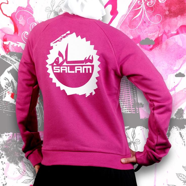 « I'm muslim don't panik », « I love my prophet », « Follow the Sunnah leads to paradise » : Ces slogans affichés sur certains T-shirts de streetwear connaissent un succès grandissant auprès des jeunes musulmans européens. Pour ces marques urbaines, ce design plus tendance permet d'afficher avec originalité leur appartenance à l'islam.    http://www.zamanfrance.fr/article/les-jeunes-seduits-par-le-streetwear-islamique