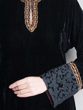 Black-Golden Zari Embellished & Applique Detailed Velvet Kurta