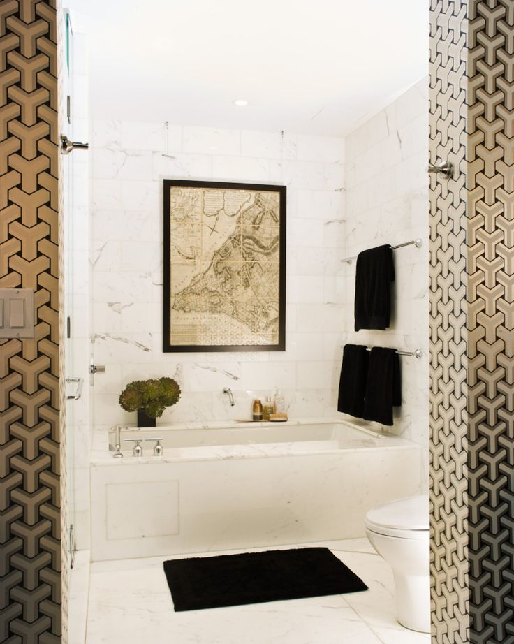 marble bath and wallpaper - gorgeous!
