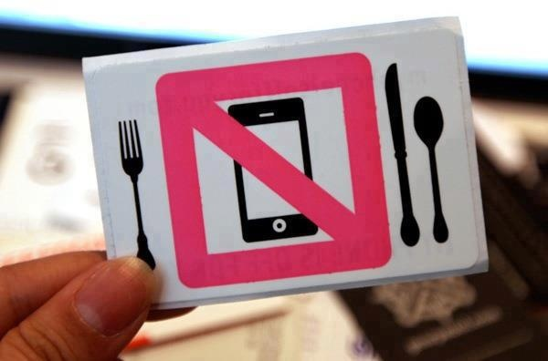 please, no phones during dinner. Take this time to charge it! #ChargeAll #fulbattery
