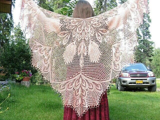 Federdolde by Herbert Niebling as shawl